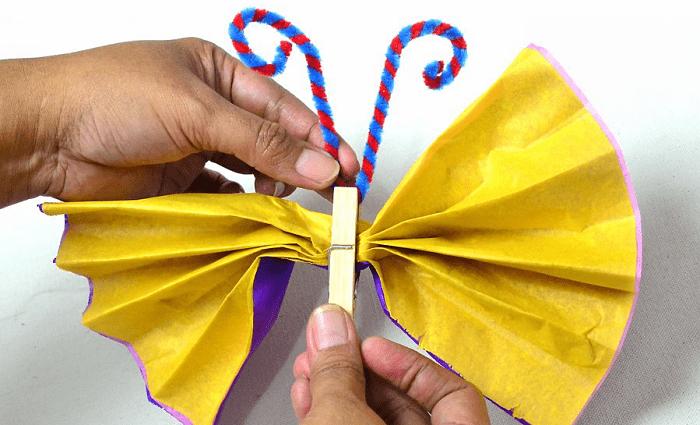 Mariposas de papel con las antenas